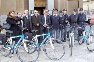 Il questore Giuffrè con le bici