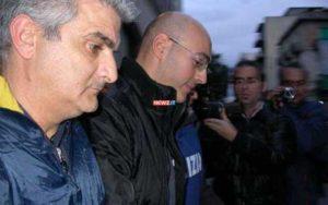 Pietro Criaco tra due agenti di polizia