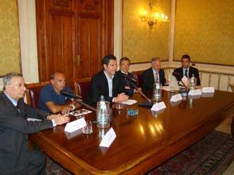 il sindaco Scopelliti durante la conferenza stampa