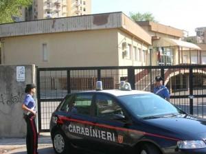 i carabinieri davanti alla scuola Francesca Morvillo