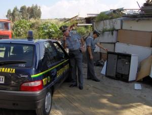I militari della Guardia di Finanza nell'area sequestrata