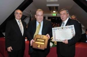 Sandro Borruto riceve il premio Lions