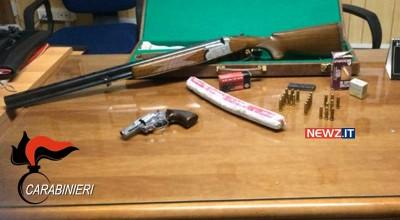 Le armi, le munizioni e l'esplosivo sequestrati