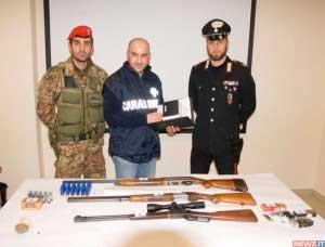 Le armi sequestrate nel corso di rastrellamenti in altre zone