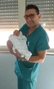 Gabriel Falcomatà in braccio al papà