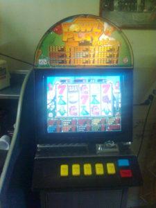 Altomonte (Cosenza). Una delle slot machine sequestrate dalla Guardia di Finanza
