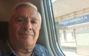 Il ferroviere Antonino Pulitanò. licenziato da Trenitalia perché ha chiesto la bonifica del deposito di Via Mercalli a Reggio Calabria, ove vi era la presenza di amianto.