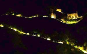 Samo. Il borgo antico di Precacore illuminato (tuttosamo.it)