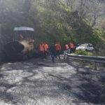 I lavori di bitumazione sulla strada Trunca - Santa Venere