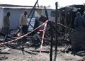 Incendio nella baraccopoli di San Ferdinando. Rinvenuto un corpo carbonizzato: le foto del rogo 14