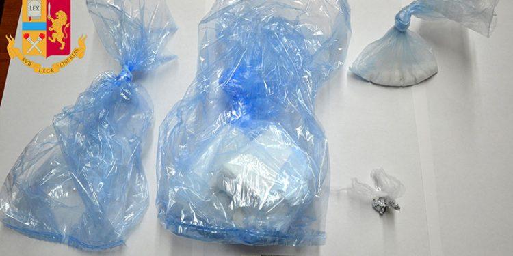Cocaina sequestrata ad agente polizia penitenziaria